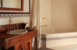 Heritage style bathroom with spa